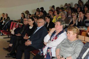 """Kujawska Szkoła Wyższa - Galeria: """"Granice uporczywej terapii"""" – panel dyskusyjny"""